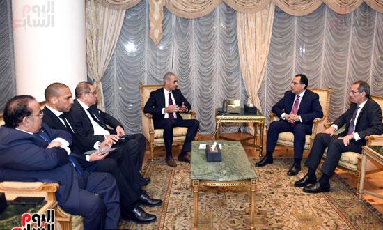 رئيس الوزراء يلتقي الرئيس التنفيذي لمجموعة الخرافى الكويتية (3)