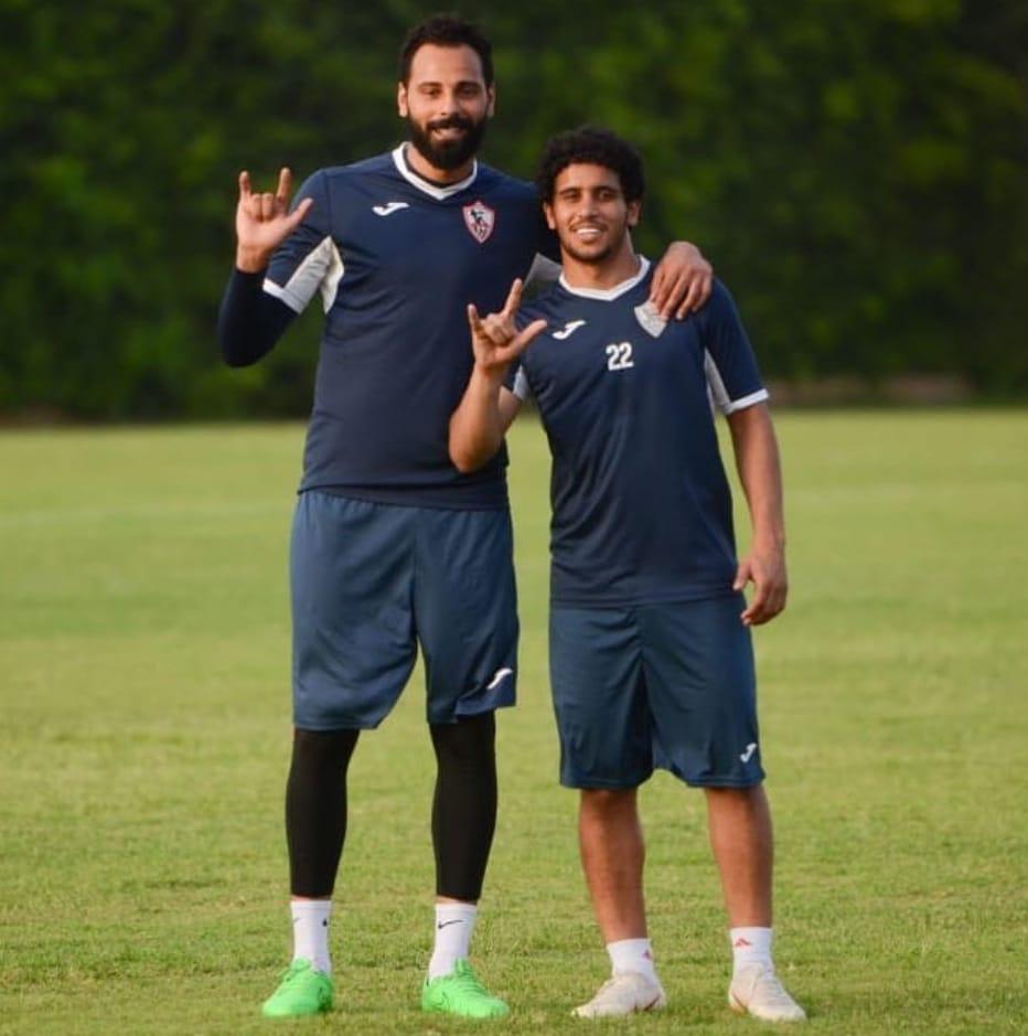 عبد الله جمعة مع زميله الحارس جنش