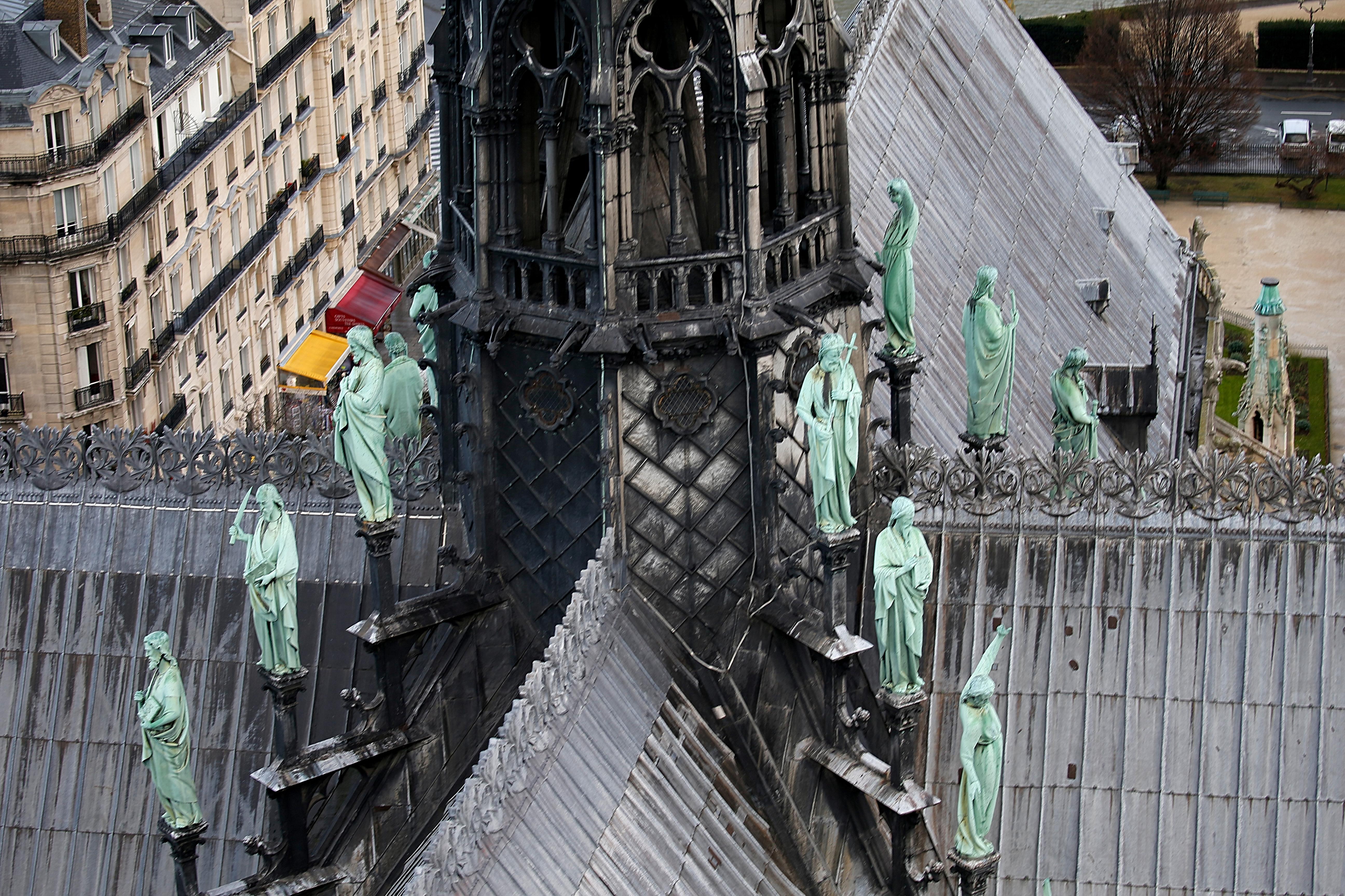 بداية نقل  نفائس الكاتدرائية لمتحف اللوفر (5)