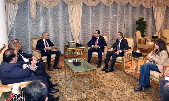 رئيس الوزراء يلتقي الرئيس التنفيذي لمجموعة الخرافى الكويتية (4)