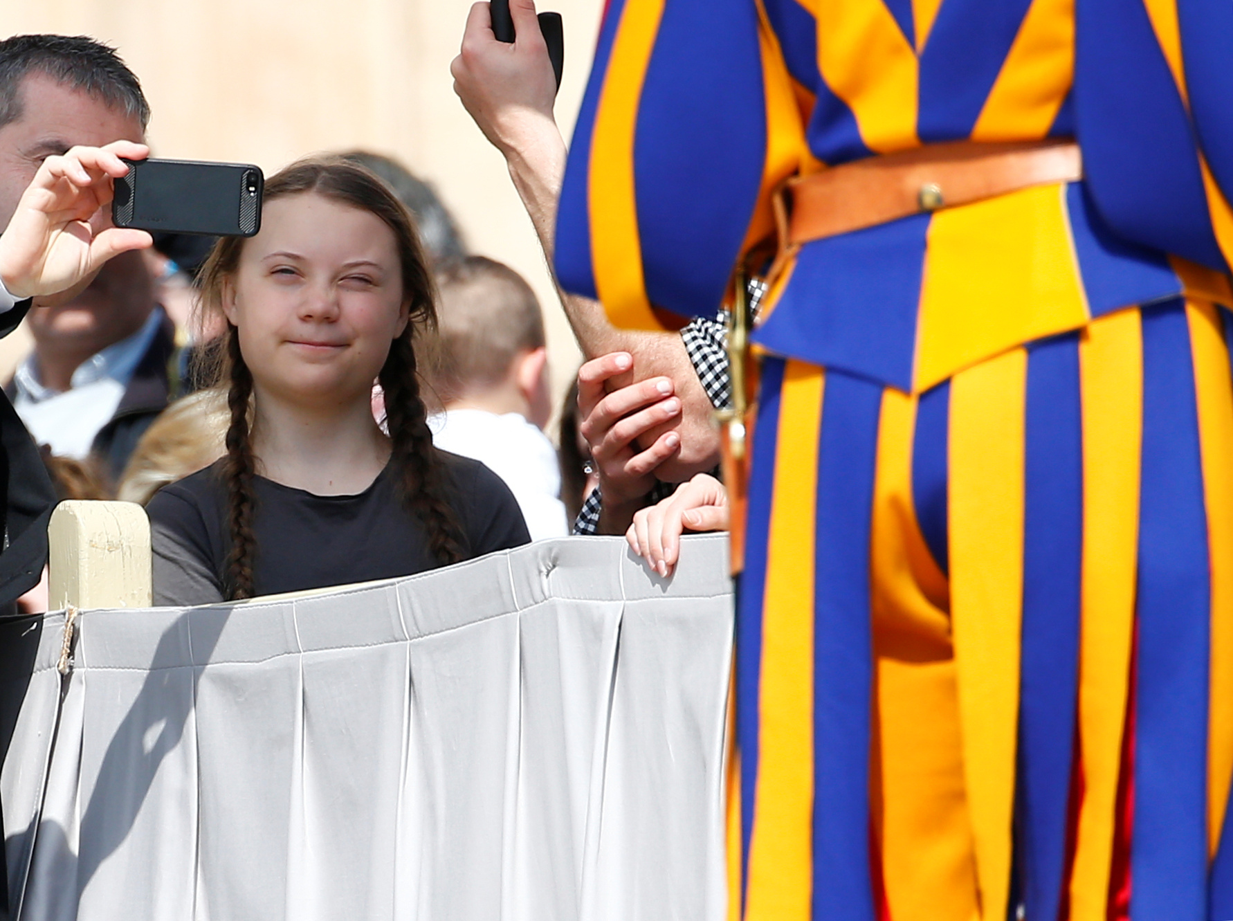 2019-04-17T101522Z_1438836347_RC1287480830_RTRMADP_3_CLIMATE-CHANGE-YOUTH-GRETA-POPE