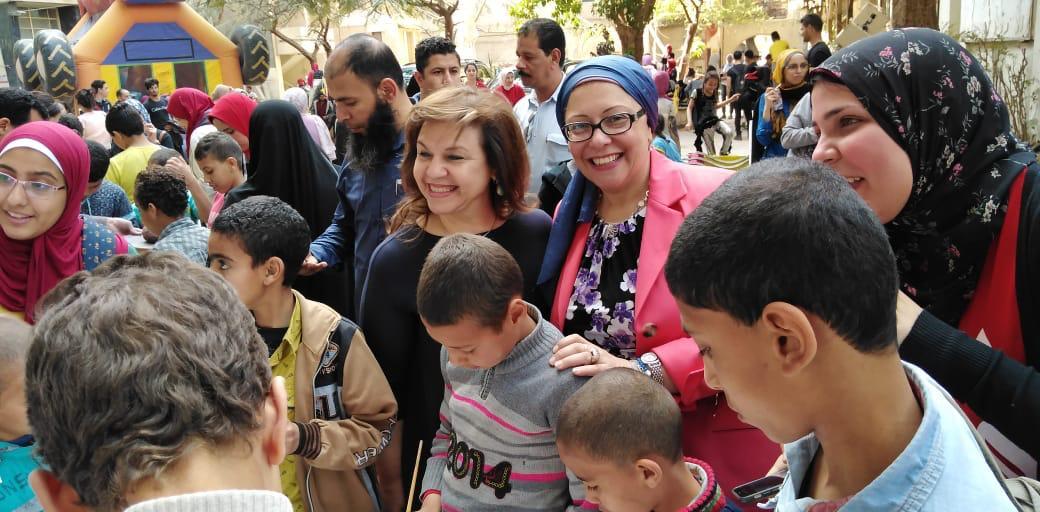 الدكتورة صفية القبانى تشارك فى الاحتفال بيوم اليتيم بـفنون جميلة الزمالك (5)