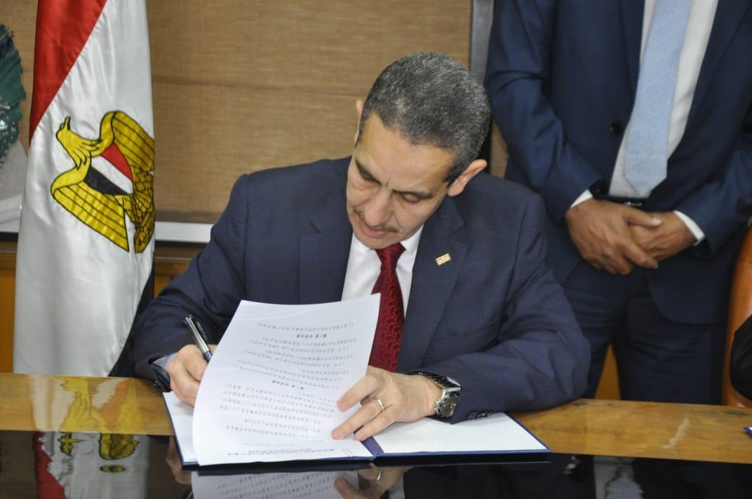 جانب من توقيع العقود  (3)