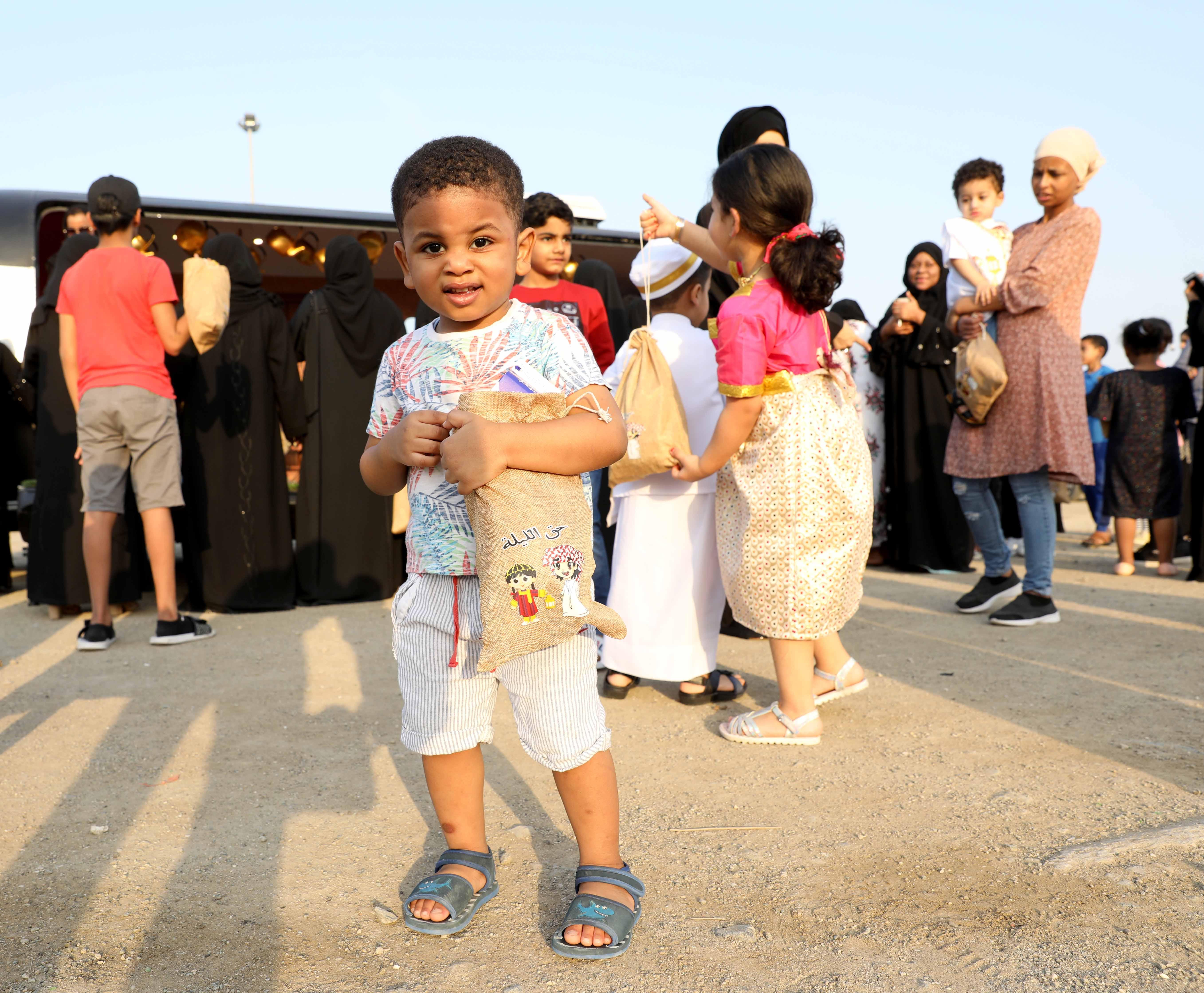 قافلة النصف من شعبان تحتفى بالتراث الشعبى وتجوب الإمارات (7)