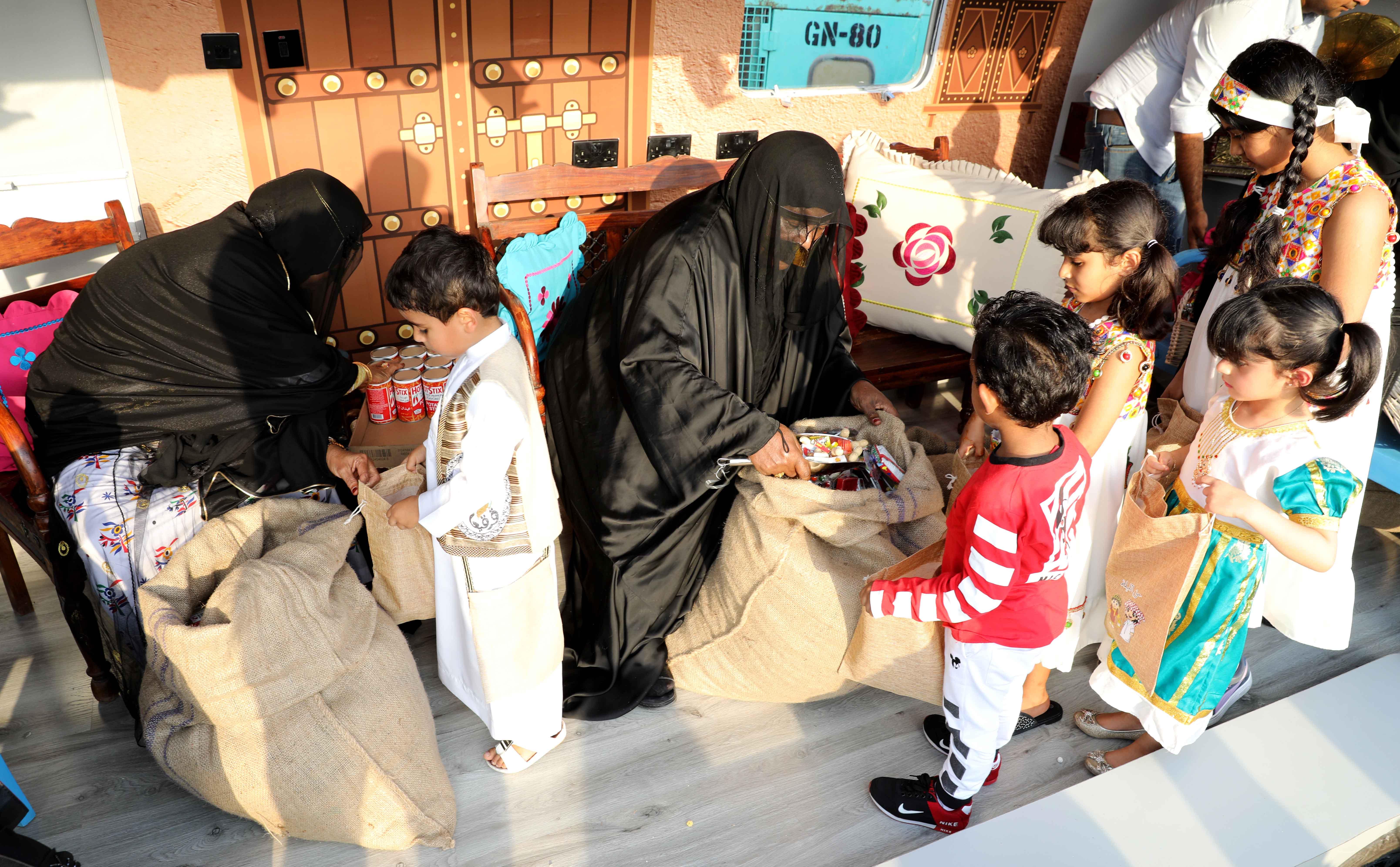 قافلة النصف من شعبان تحتفى بالتراث الشعبى وتجوب الإمارات (5)