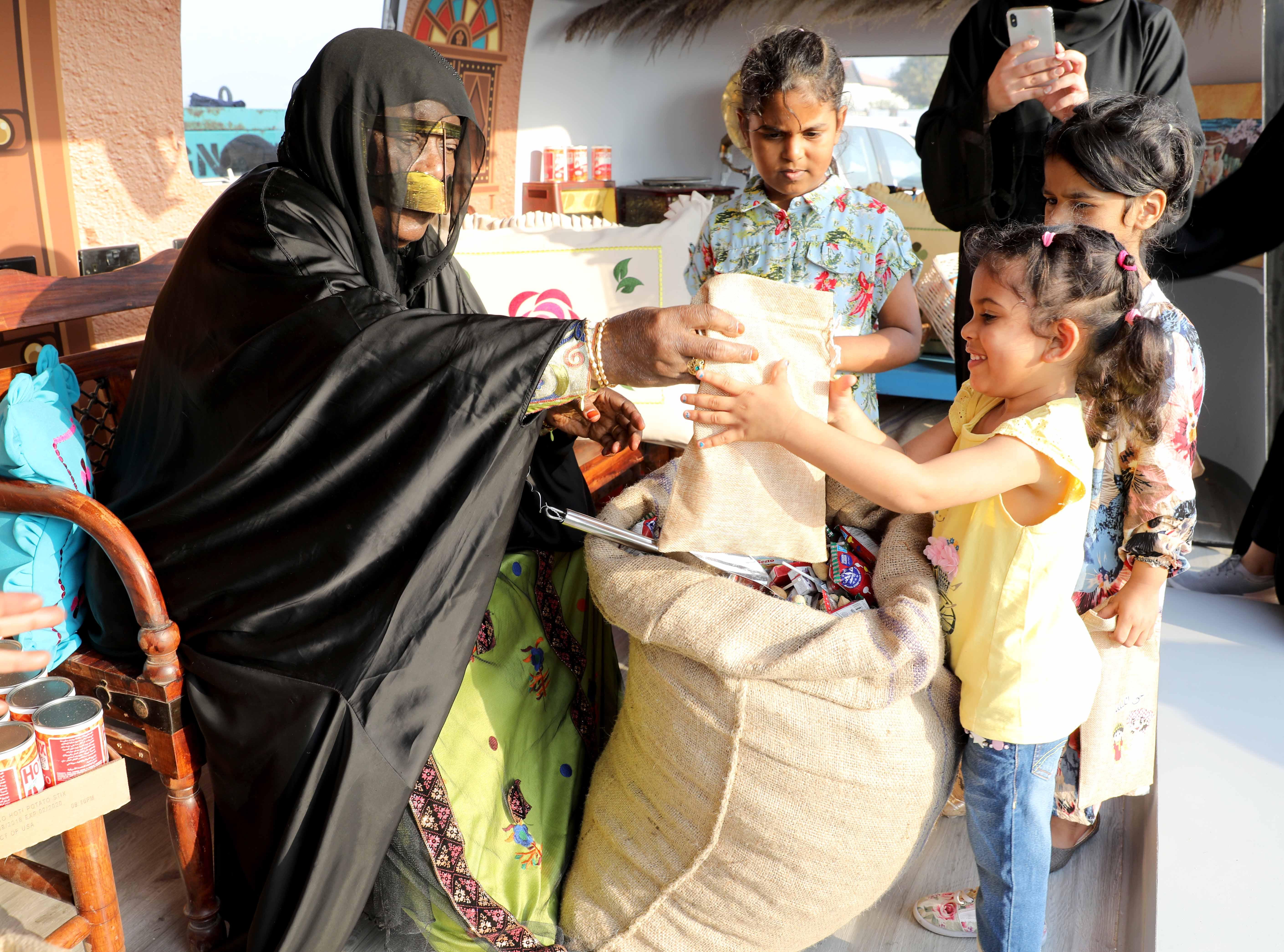 قافلة النصف من شعبان تحتفى بالتراث الشعبى وتجوب الإمارات (3)