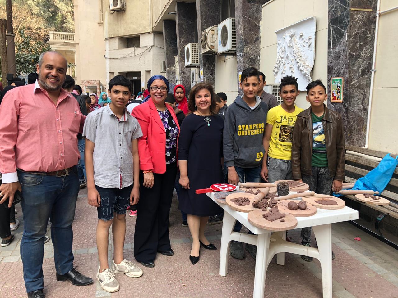 الدكتورة صفية القبانى تشارك فى الاحتفال بيوم اليتيم بـفنون جميلة الزمالك (2)