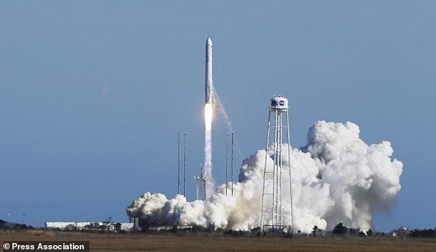صاروخ الفضاء