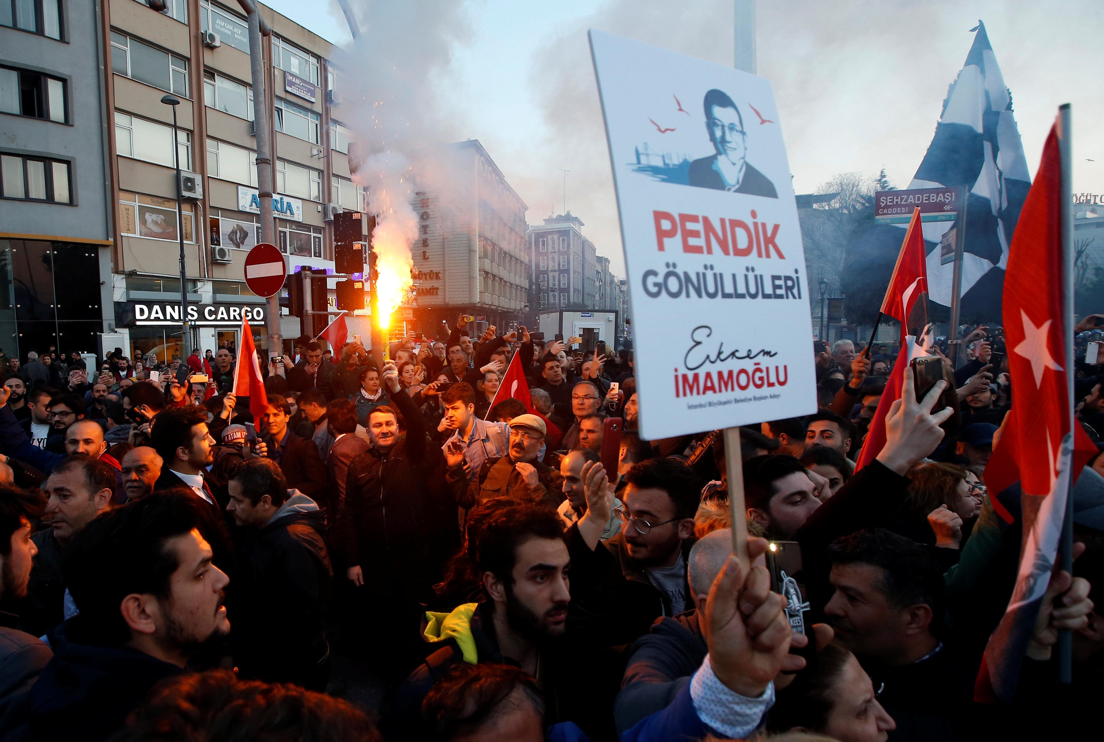احتفالات اسطنبول بفوز مرشح المعارضة على حساب الحزب الحاكم (5)