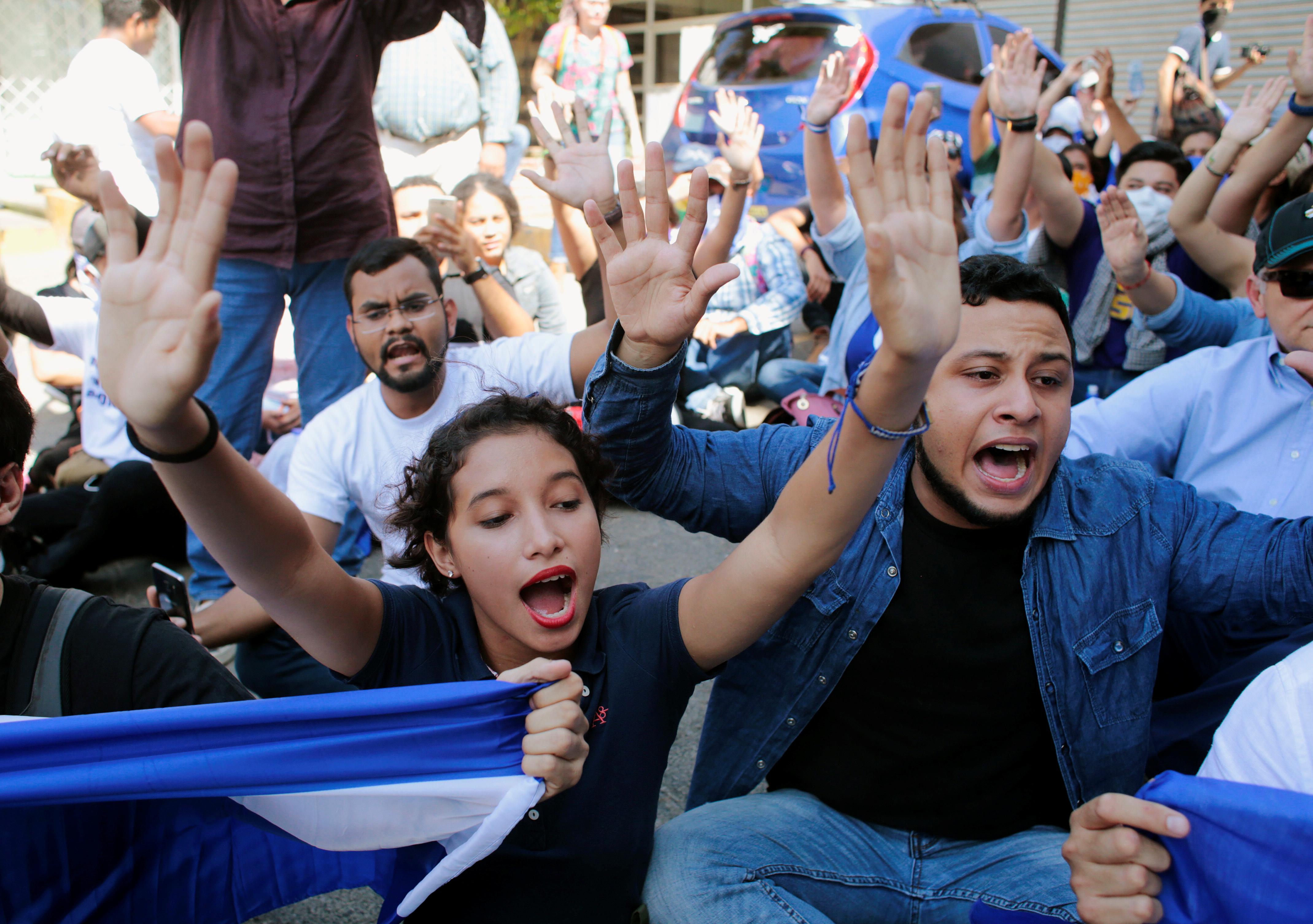متظاهرون يطالبون برحيل الرئيس أورتيجا