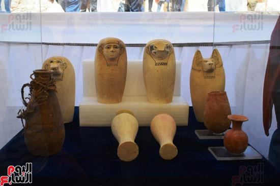 رئيس-الوزراء-ووزير-الآثار-فى-الأقصر-لافتتاح-مقبرتين-فرعونيتين-(11)