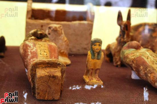 رئيس-الوزراء-ووزير-الآثار-فى-الأقصر-لافتتاح-مقبرتين-فرعونيتين-(12)