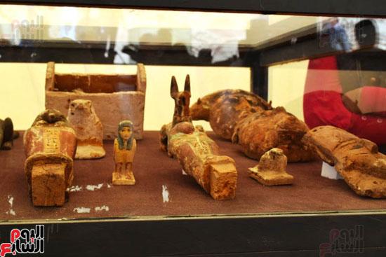 رئيس-الوزراء-ووزير-الآثار-فى-الأقصر-لافتتاح-مقبرتين-فرعونيتين-(13)