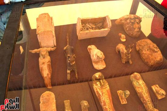 رئيس-الوزراء-ووزير-الآثار-فى-الأقصر-لافتتاح-مقبرتين-فرعونيتين-(15)