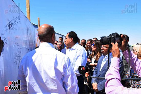 رئيس الوزراء يتفقد محطة معالجة الصرف بالمدامود (8)