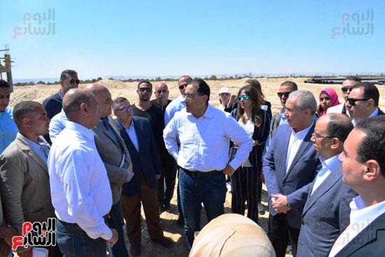 رئيس الوزراء يتفقد محطة معالجة الصرف بالمدامود (6)