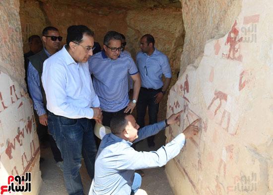 رئيس الوزراء يزور منطقة وادي الملوك في مستهل جولته بالأقصر (14)