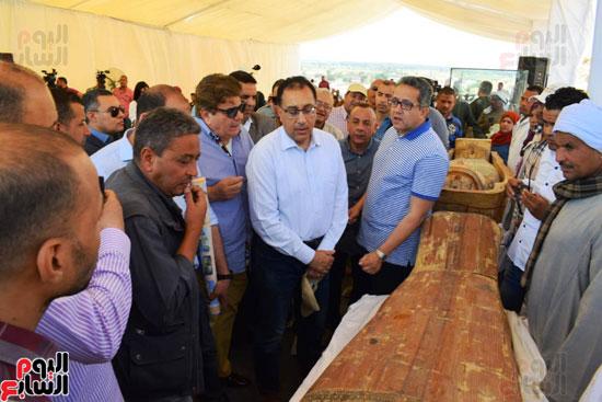رئيس-الوزراء-ووزير-الآثار-فى-الأقصر-لافتتاح-مقبرتين-فرعونيتين-(8)