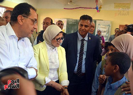 رئيس الوزراء يُتابع المبادرة الرئاسية نور حياة (4)