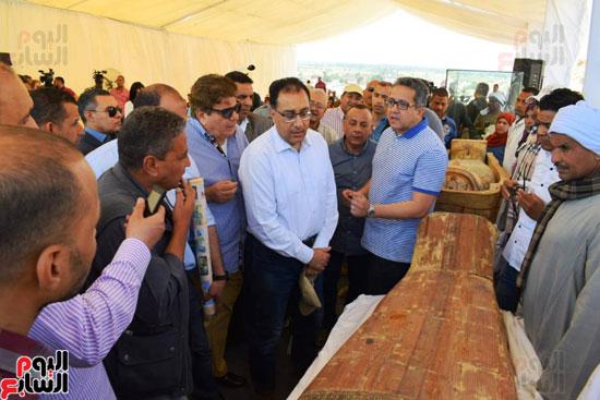رئيس-الوزراء-ووزير-الآثار-فى-الأقصر-لافتتاح-مقبرتين-فرعونيتين-(22)