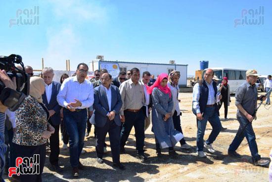 رئيس الوزراء يتفقد محطة معالجة الصرف بالمدامود (7)
