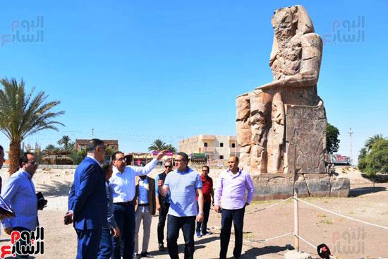 رئيس-الوزراء-ووزير-الآثار-فى-الأقصر-لافتتاح-مقبرتين-فرعونيتين-(4)