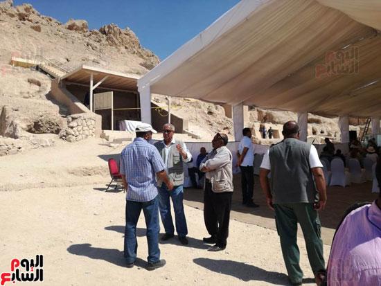 رئيس-الوزراء-ووزير-الآثار-فى-الأقصر-لافتتاح-مقبرتين-فرعونيتين-(7)