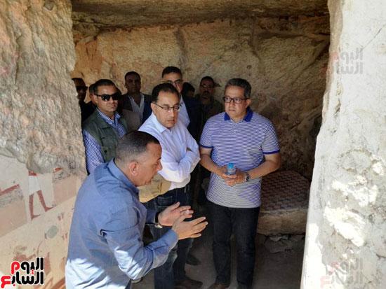 رئيس-الوزراء-ووزير-الآثار-فى-الأقصر-لافتتاح-مقبرتين-فرعونيتين-(6)