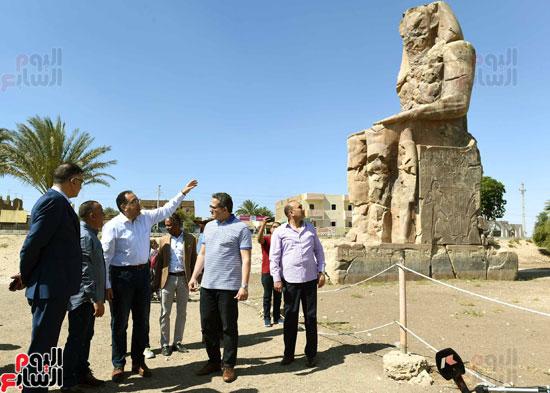 رئيس الوزراء يزور منطقة وادي الملوك في مستهل جولته بالأقصر (5)