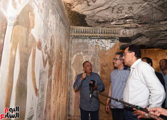 رئيس الوزراء يزور منطقة وادي الملوك في مستهل جولته بالأقصر (7)