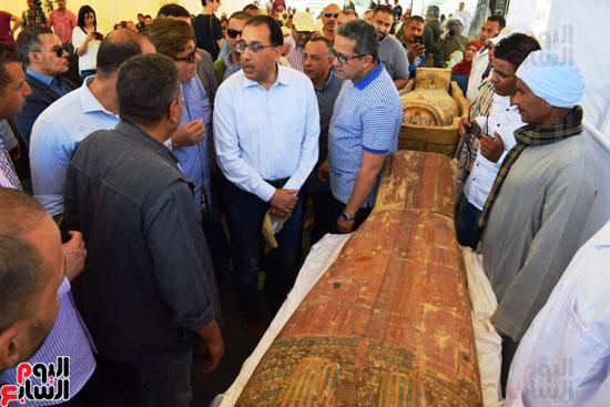 رئيس-الوزراء-ووزير-الآثار-فى-الأقصر-لافتتاح-مقبرتين-فرعونيتين-(23)