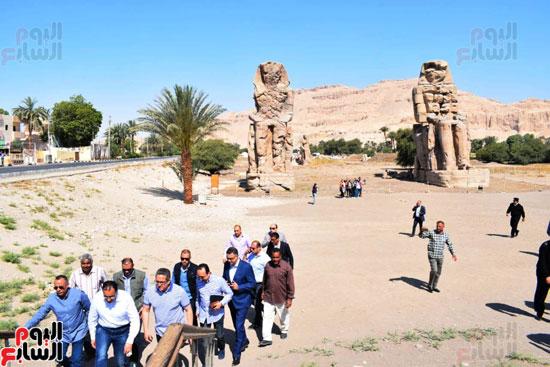 رئيس-الوزراء-ووزير-الآثار-فى-الأقصر-لافتتاح-مقبرتين-فرعونيتين-(3)