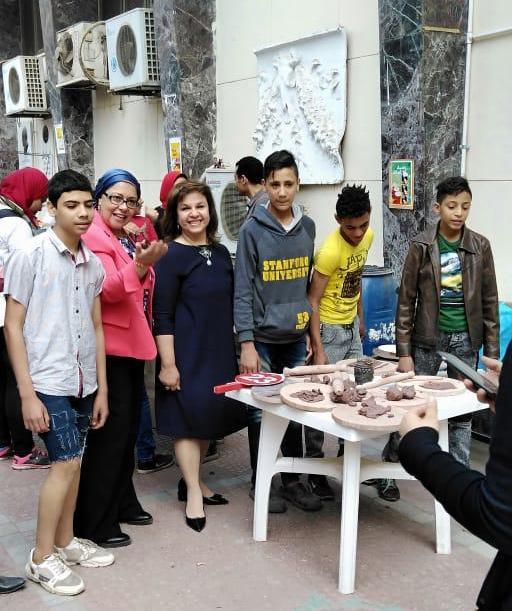 الدكتورة صفية القبانى تشارك فى الاحتفال بيوم اليتيم بـفنون جميلة الزمالك (1)