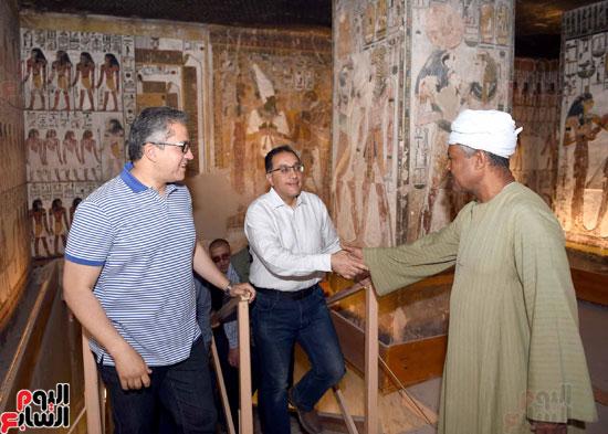 رئيس الوزراء يزور منطقة وادي الملوك في مستهل جولته بالأقصر (9)