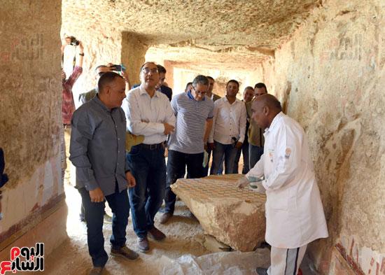 رئيس الوزراء يزور منطقة وادي الملوك في مستهل جولته بالأقصر (15)
