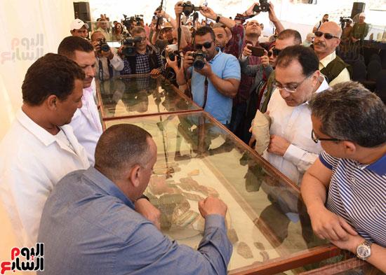 رئيس الوزراء يزور منطقة وادي الملوك في مستهل جولته بالأقصر (20)