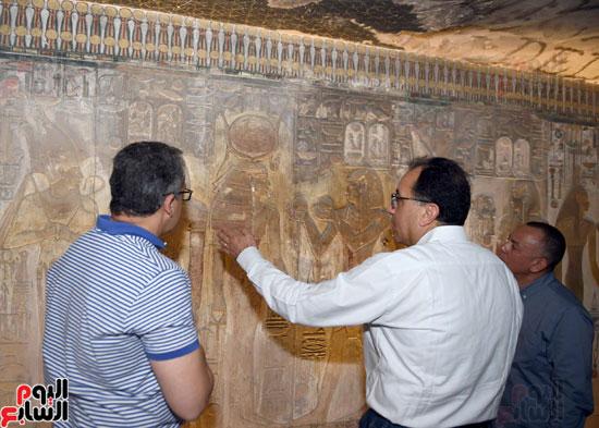 رئيس الوزراء يزور منطقة وادي الملوك في مستهل جولته بالأقصر (8)