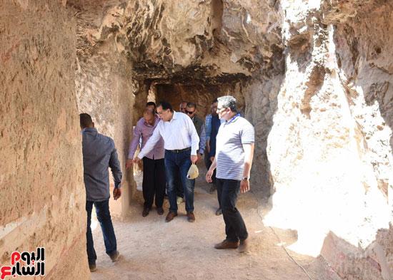 رئيس الوزراء يزور منطقة وادي الملوك في مستهل جولته بالأقصر (13)