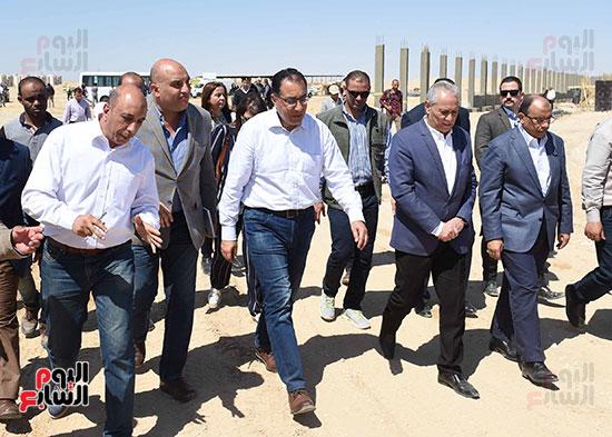 رئيس الوزراء يُتابع المبادرة الرئاسية نور حياة (8)