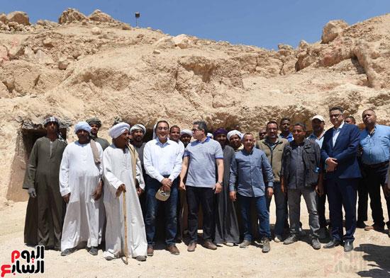 رئيس الوزراء يزور منطقة وادي الملوك في مستهل جولته بالأقصر (17)