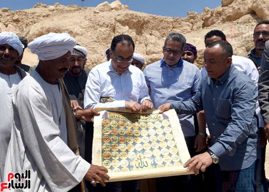 رئيس الوزراء يزور منطقة وادي الملوك في مستهل جولته بالأقصر (19)