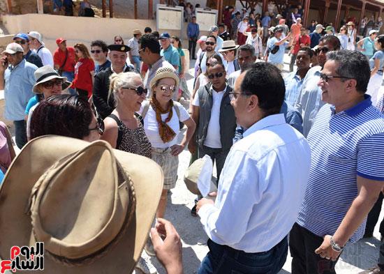 رئيس الوزراء يزور منطقة وادي الملوك في مستهل جولته بالأقصر (11)