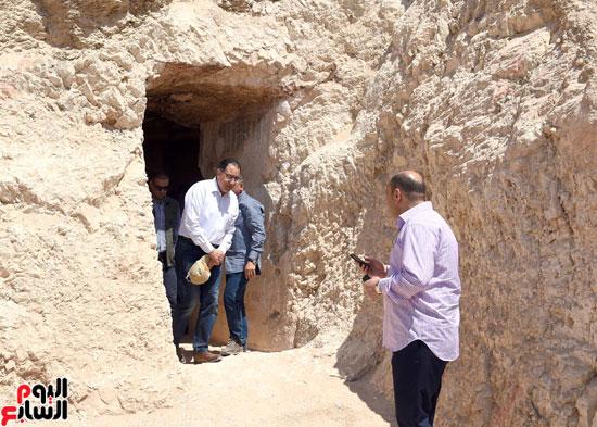 رئيس الوزراء يزور منطقة وادي الملوك في مستهل جولته بالأقصر (16)