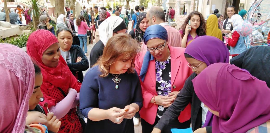 الدكتورة صفية القبانى تشارك فى الاحتفال بيوم اليتيم بـفنون جميلة الزمالك (4)