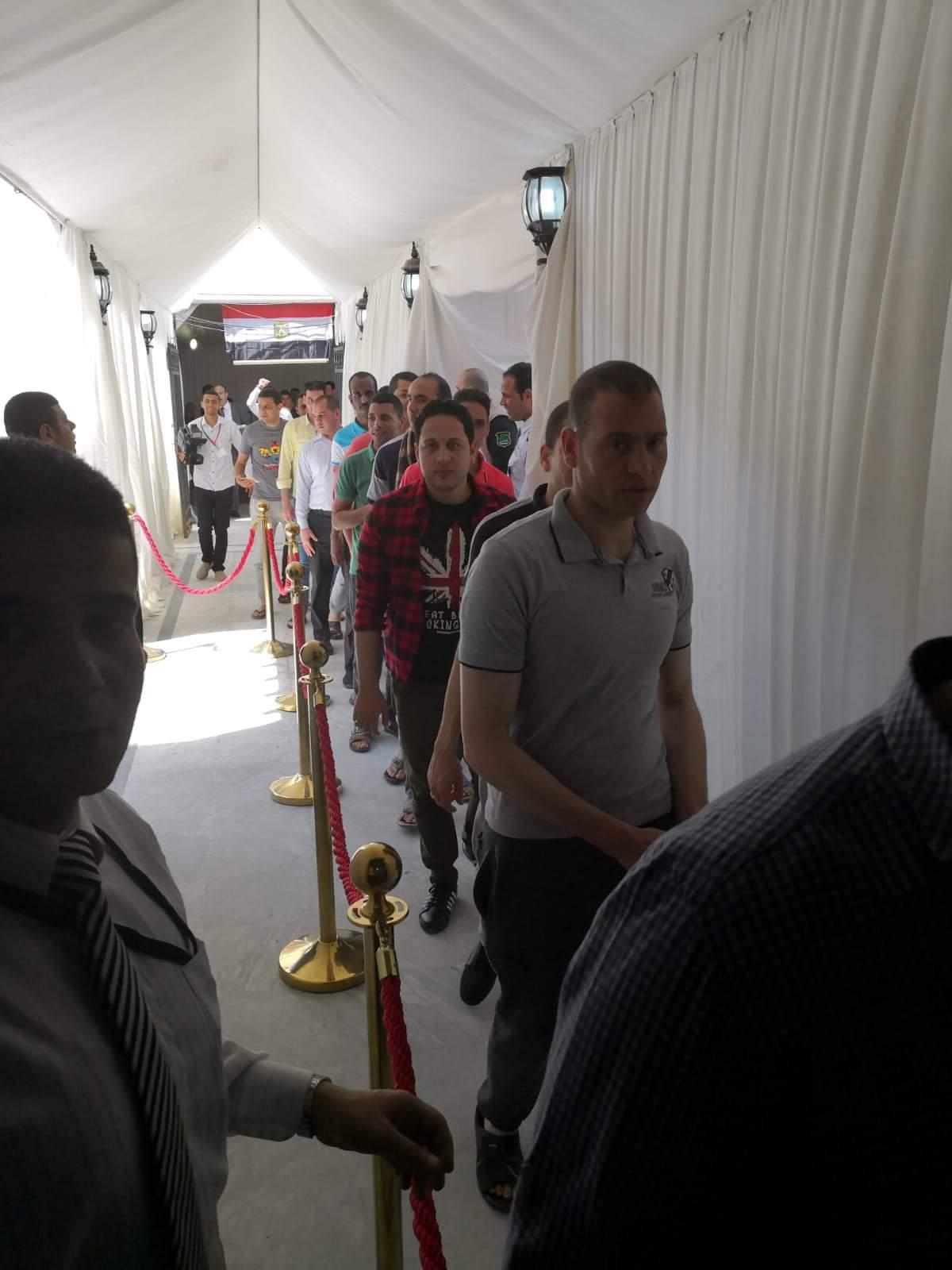 طوابير أمام مقر الاستفتاء فى الكويت