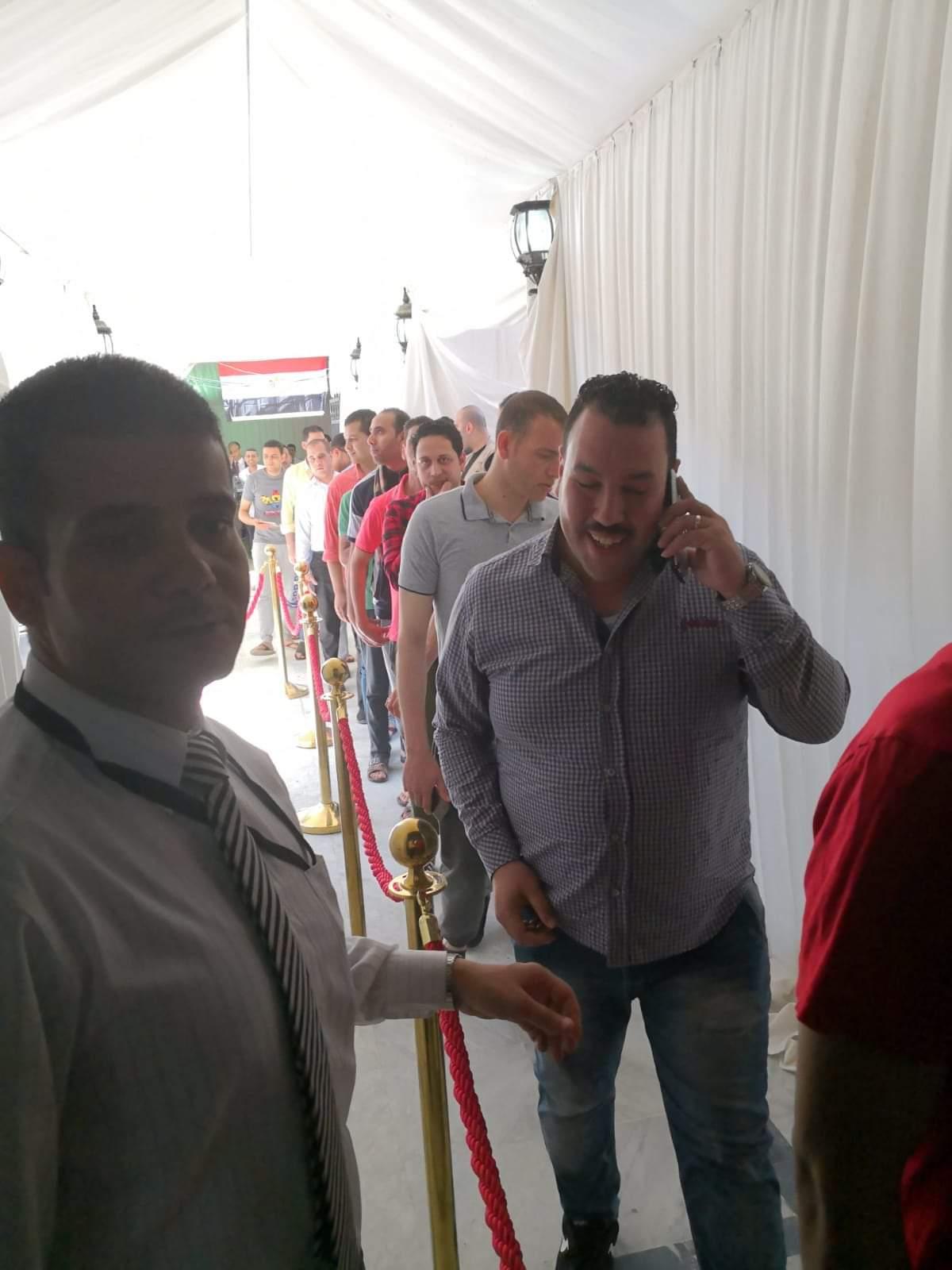 الشباب المصرى المقيم يحرص على المشاركة فى الاستفتاء