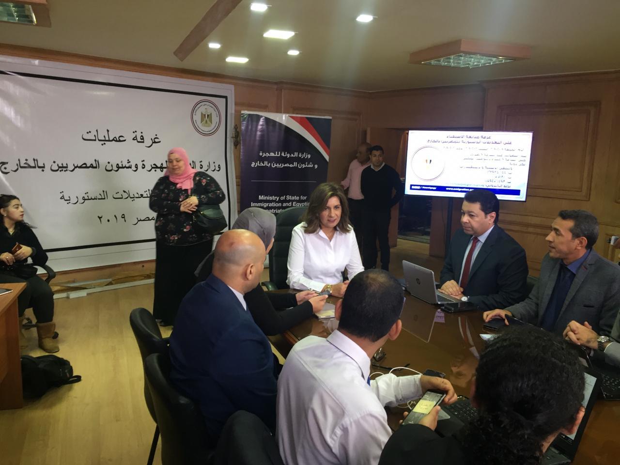غرفة عمليات لمتابعة تصويت المصريين فى الخارج بالاستفتاء (1)
