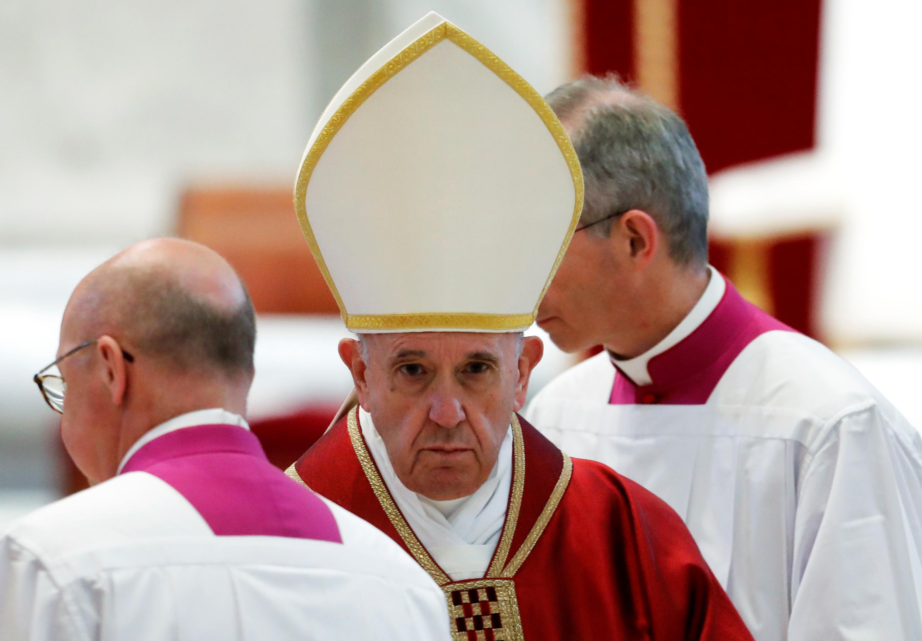 البابا فرانسيس يقود قداس الجمعة العظيمة (11)