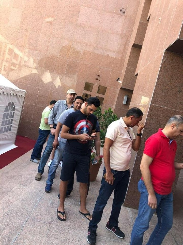 شباب مصرى يشارك فى الاستفتاء على التعديلات الدستورية