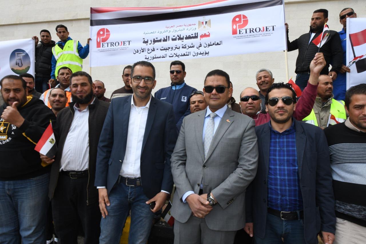 1 العاملين بشركات البترول المصرية خلال إدلائهم بأصواتهم